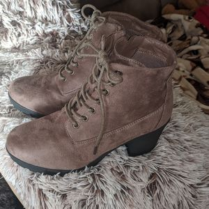 Forever ankle boots faux suede size 9